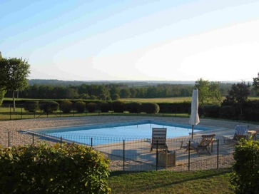Holiday rental of a castle with pool near Bordeaux, France
